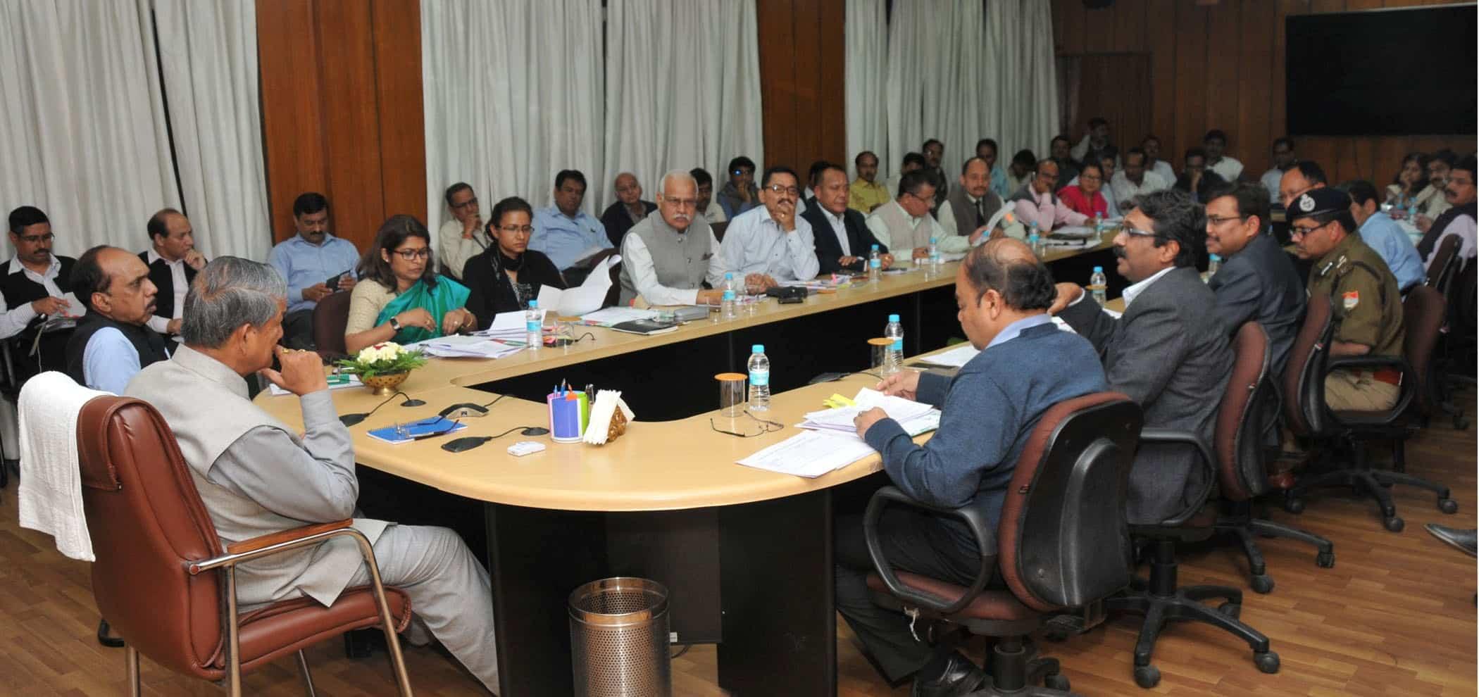 cm-uttarakhand-taking-meeting